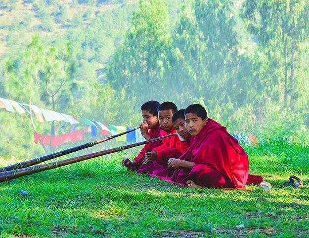Séjour yoga et méditation, immersion au Népal - Jeunes moines au nepal