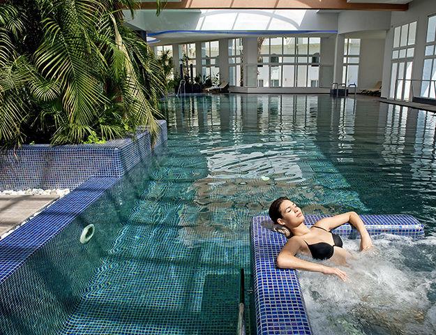 Royal Kenz Hôtel Thalasso & Spa - Piscine interieure de la thalasso