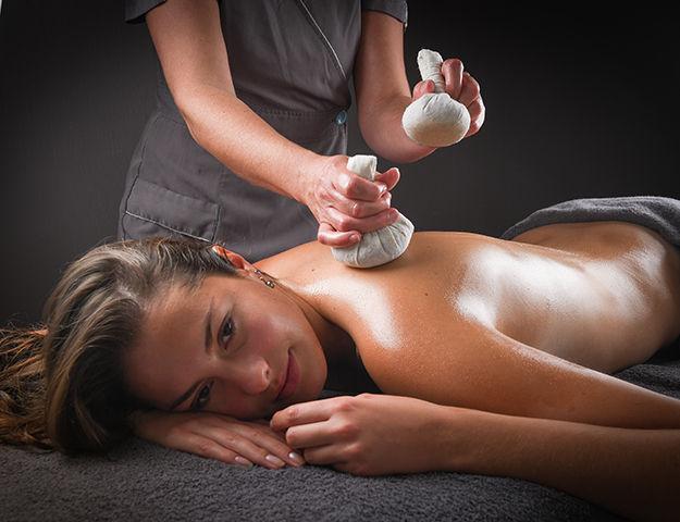 Hôtel de la Baie & Thalasso Prévithal - Massage aux pochons