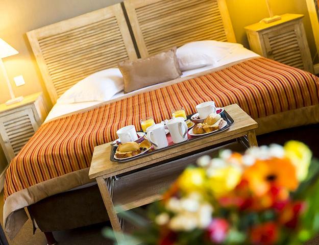 Almoria Hôtel & Spa - Petit dejeuner en chambre