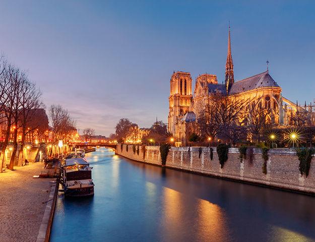 L'Empire Paris - Cathedrale notre dame de paris