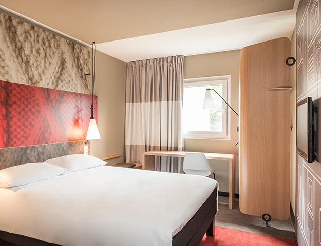 Conforama Schlafzimmer Komplett : Chambre A Coucher Moderne Mauve Et ...
