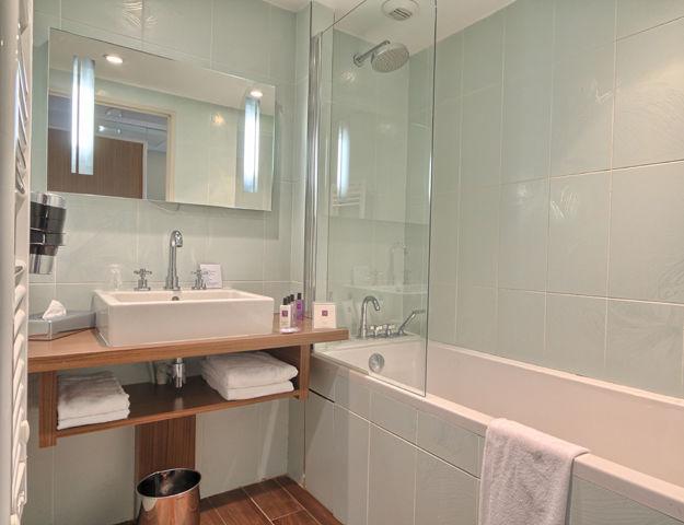 Le Relais de La Malmaison - Chambre classique salle de bains