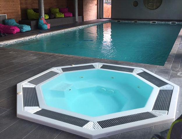 Aquakub - Bain a remous et piscine interieure