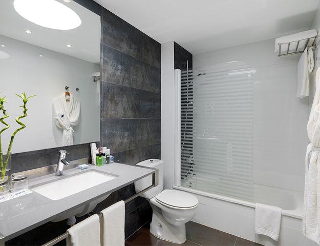 H10 White Suites - H white suites